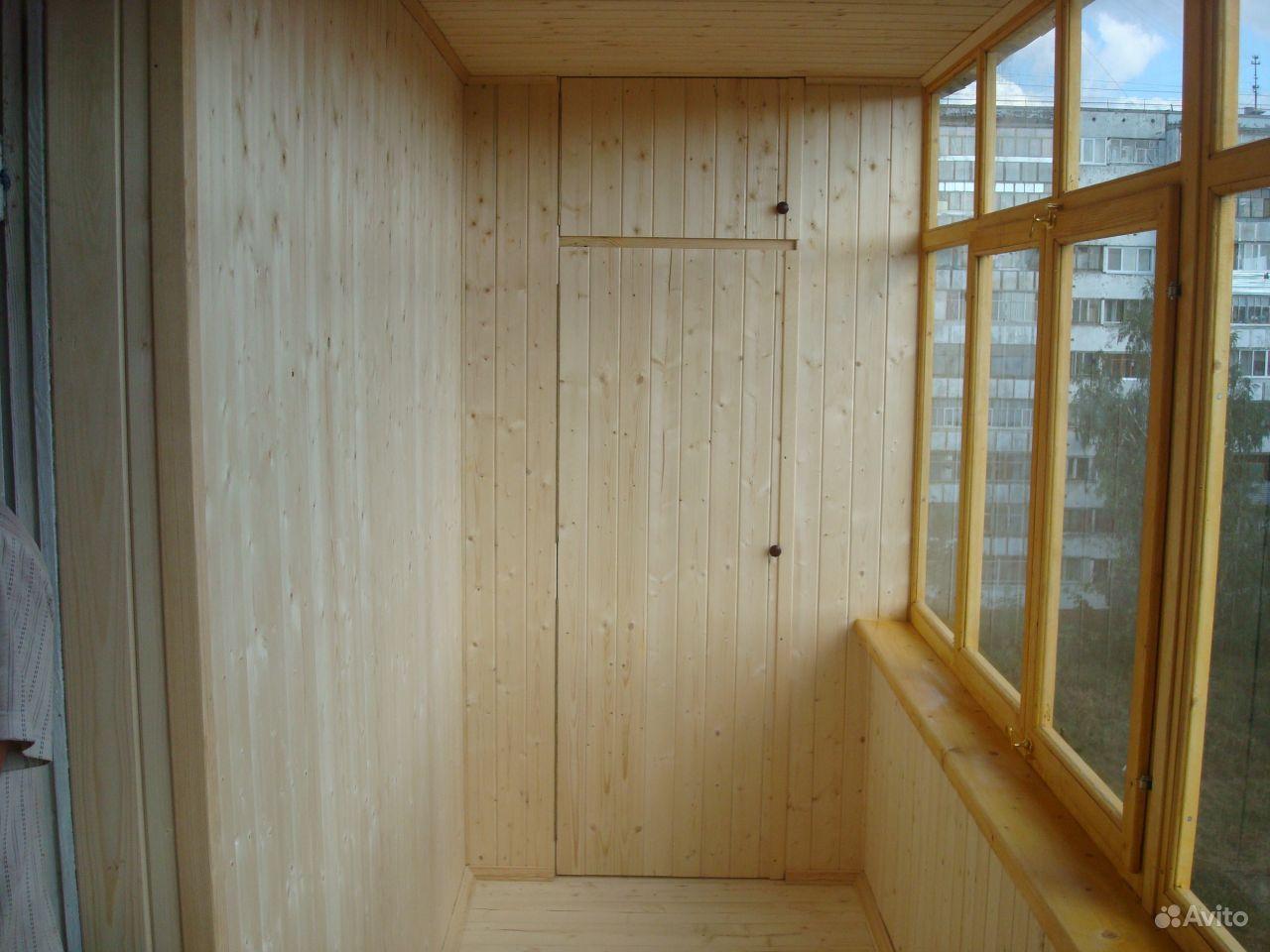 Фото балконов обшитых вагонкой со шкафами..