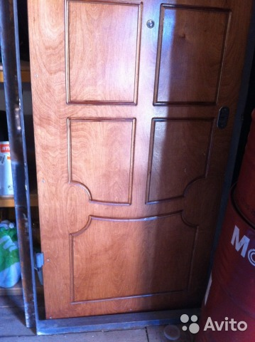 общая металлическая дверь на этаж