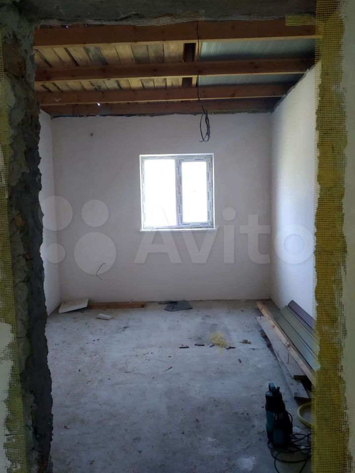 House of 80 m2 on a plot of 3 cells.  89782286836 buy 4