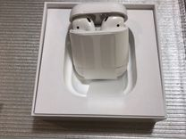 Наушники Apple AirPods в зарядном футляре MV7N2RU